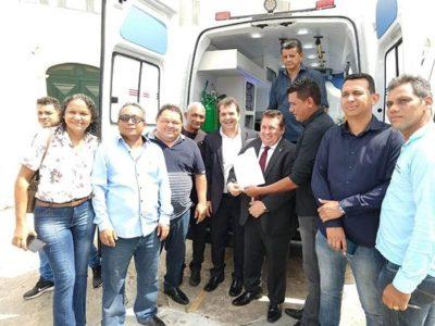Hilton Gonçalo agradece ambulância para Prefeitura de Santa Rita