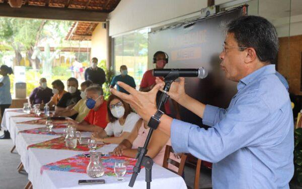 Afonso Manoel e Helena Duailibe apresentam Carlos Madeira a lideranças comunitárias de São Luís