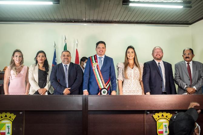 Othelino Neto prestigia posse de prefeito, vice-prefeita e secretários municipais de Pinheiro…