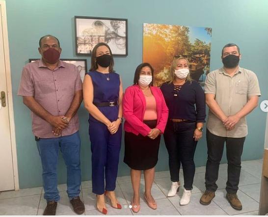 Paula Azevedo apresenta nova secretária de Saúde de Paço do Lumiar…