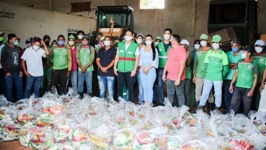 Prefeito Luciano distribui cestas básica às equipes de limpeza urbana do município…